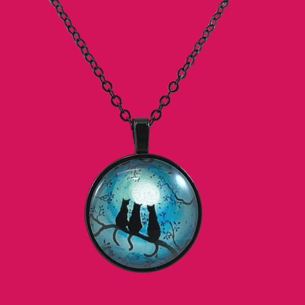Collier cabochon Silhouette 3 chats noirs sous la lune fond bleu turquoise