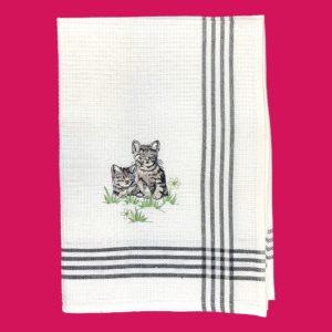 """Torchon de cuisine en coton broderie """"2 chatons tigrés gris"""""""